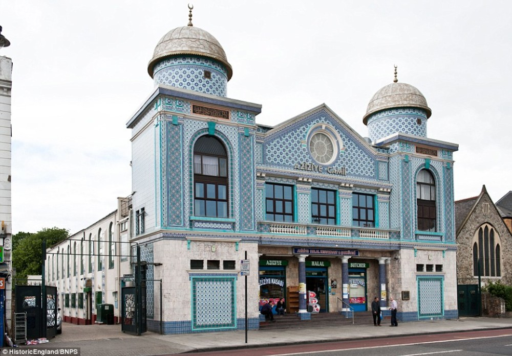 Aziziye Mosque in Hackney.jpg